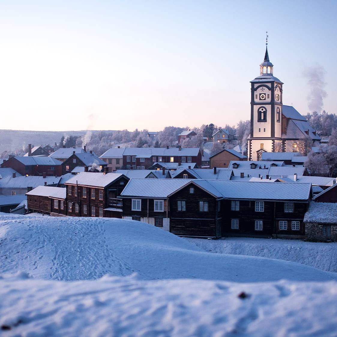 Røros kirke: Foto: Form til fjells