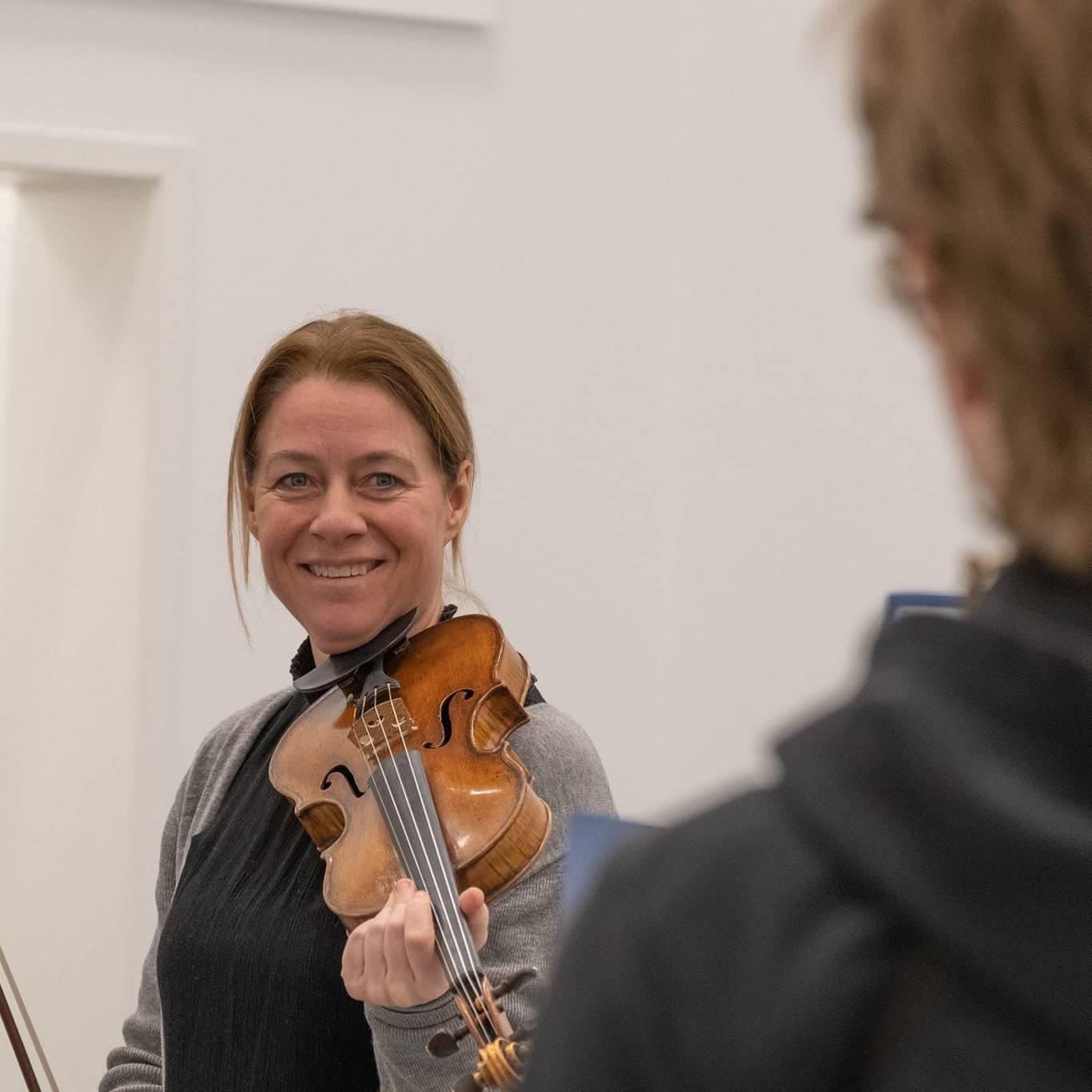 Vinterfestspills Bjørn Nessjø er både stolt og glad for at Berit Værnes Cardas tar på seg utfordringen med å sy sammen årets forestilling til Storveis Underveis. Foto: Trine Lysholm Hagan.