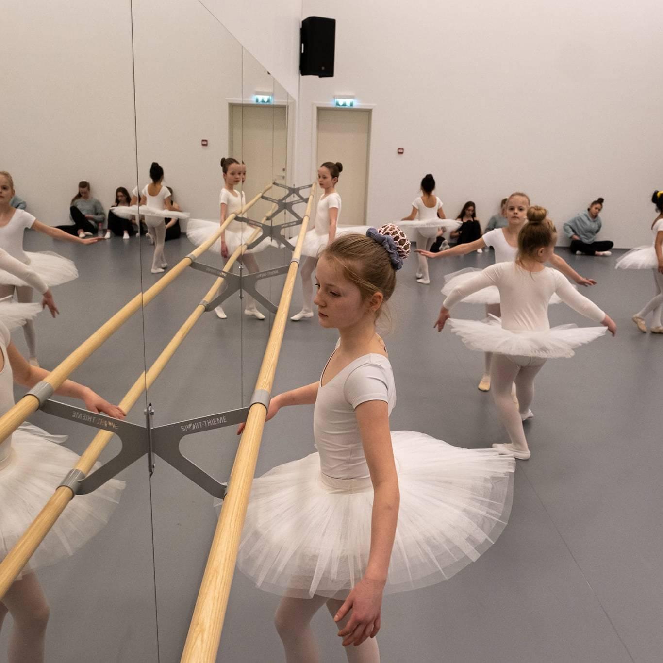 Ballettgruppa Mini fra Røros kulturskole. Foto: Trine Lysholm Hagan.