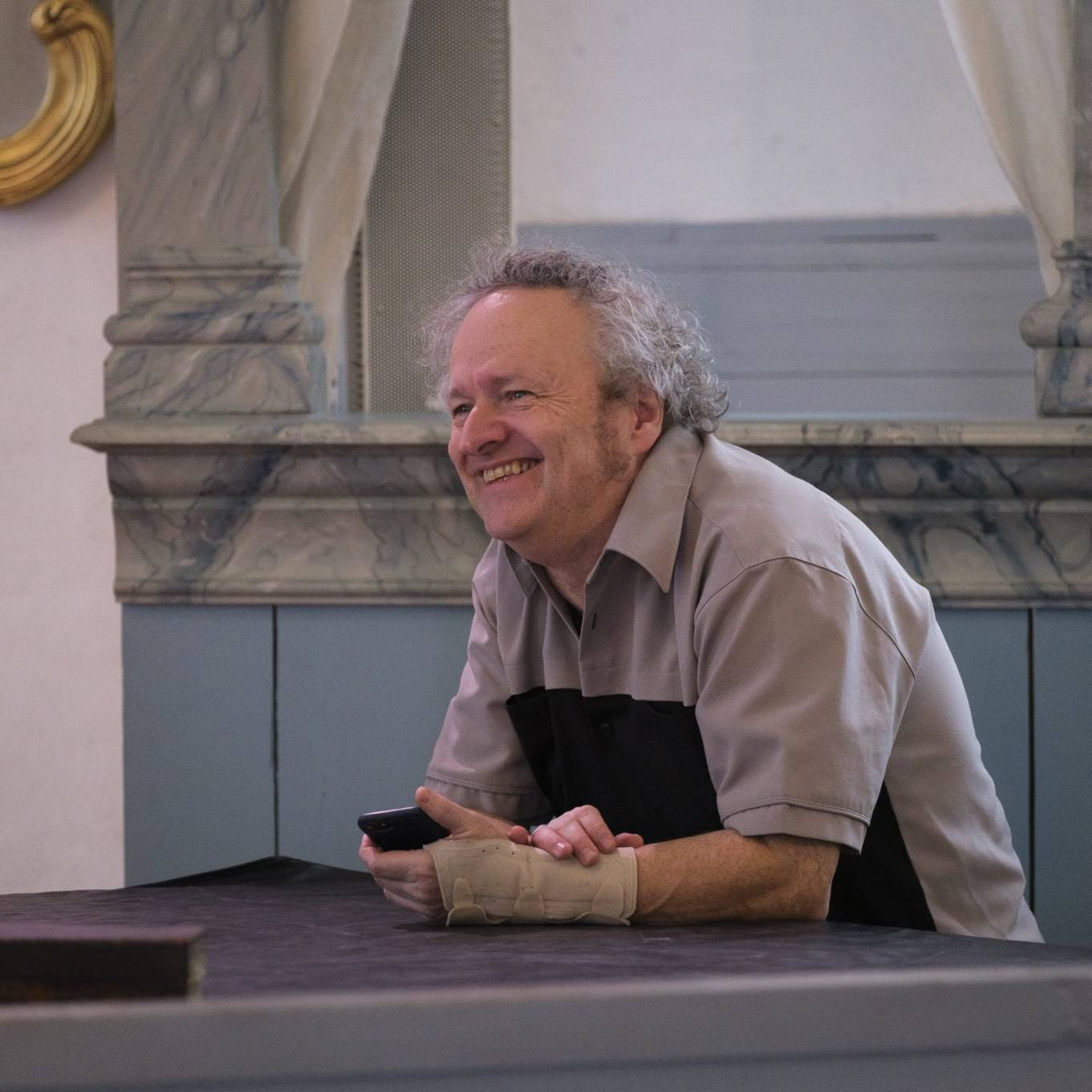 Komponist Wolfgang Plagge var særdeles fornøyd da alle musikere og sangere møttes for første gang til øving i begynnelsen av februar. Foto: Kurt Näslund.