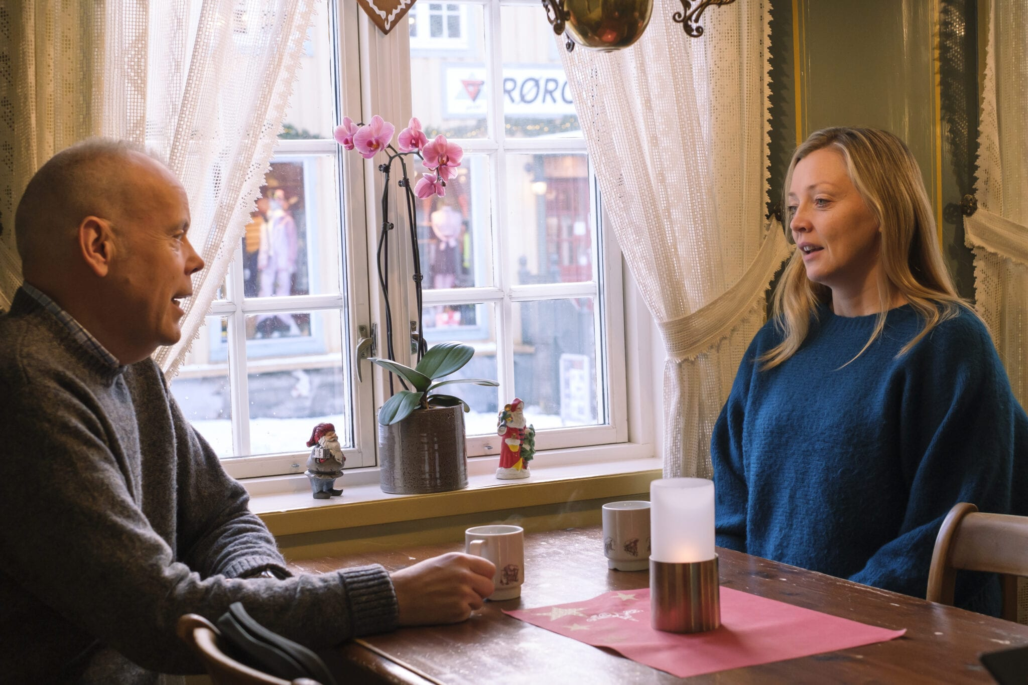 Kirsti Sæter blir intervjuet av Trond Haugan. Foto: Ren Røros Frontal.